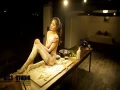 [AISS爱丝]丝袜美腿外拍-视频-NO.019-春节特辑[1V94M]