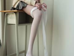 [森萝财团]萝莉丝足写真 X-010 JK校服白丝