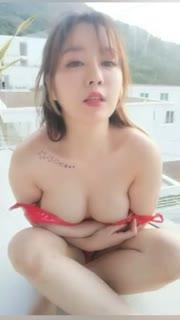 王雨纯性感视频集锦 楼顶裸胸性感自拍